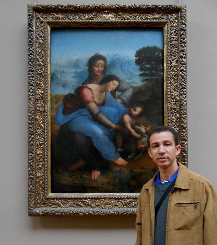 Dustin Muñoz en el Museo del Louvre, París, Francia, 2014