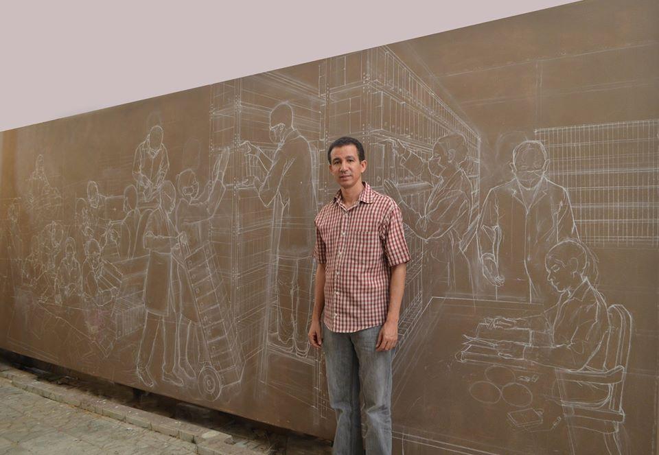 """Realizando el mural """"La cuidadosa y delicada misión del Archivo General de la Nación"""", Dustin Muñoz, ubicado en la Sala de Atención a Usuarios del AGN, 2016"""