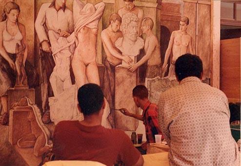 Dustin Muñoz,en ejecución del mural al fresco en la ENAV en práctica final en sus estudios de Separación de Campo, 1997