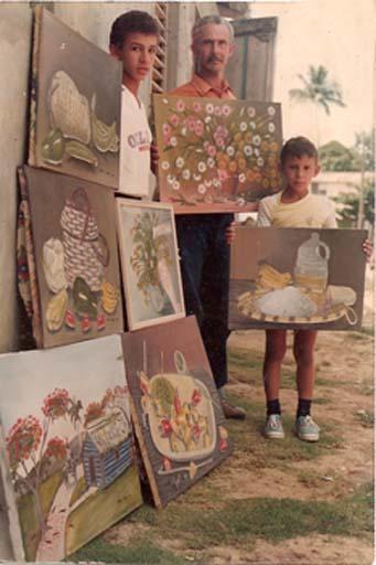 Dustin Muñoz, Rafael de Jesús Muñoz -padre del artista- y Carlos Muñoz -hermano-
