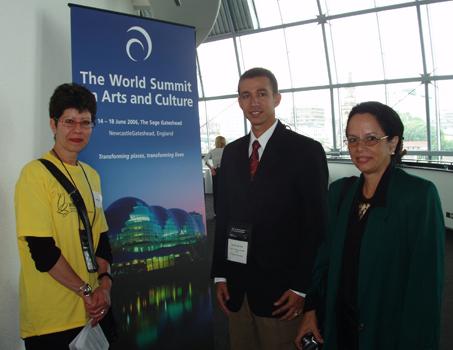 Dustin en Inglaterra en representación del Ministerio de Cultura en la Cumbre Mundial de las Artes y la Cultura.