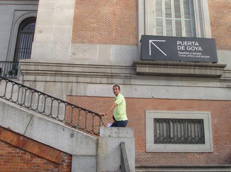 Dustin Muñoz entrando al Museo del Prado Madrid, 2014