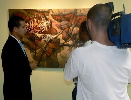 Dustin Muñoz mientras es entrevistado en Pennsylvania