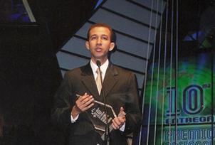 Foto Dustin Munoz recibe Premio Nacional de la Juventud