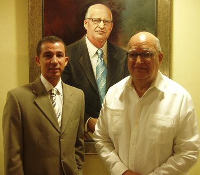 Dustin Muñoz y Enerio Rodríguez, detrás retrato
