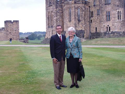 Dustin Muñoz y la Presidenta de la IFACCA, Inglaterra, 2006