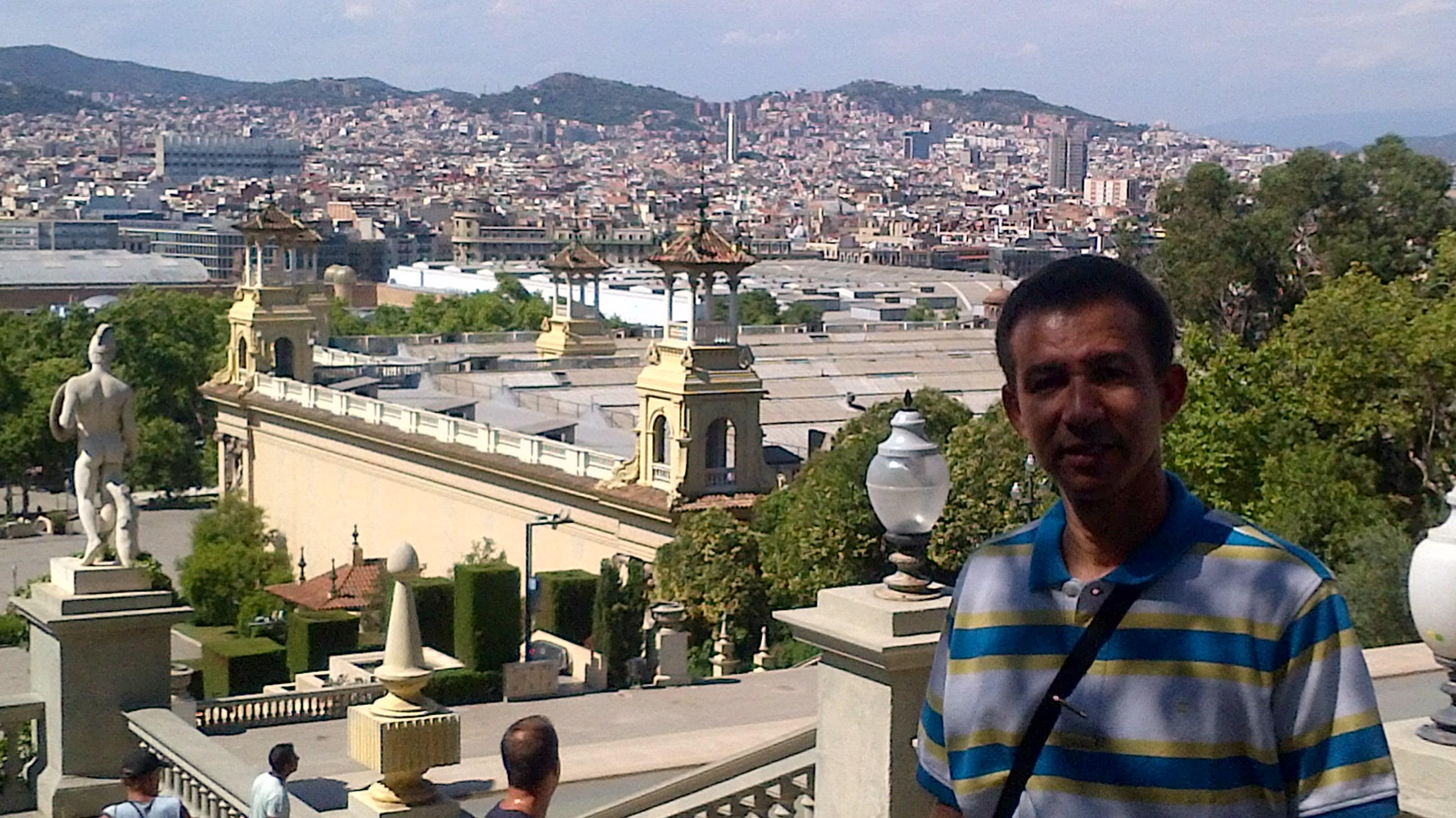 Dustin desde la parte frontal del Museo Nacional de Cataluña, Barcelona, España, 2014