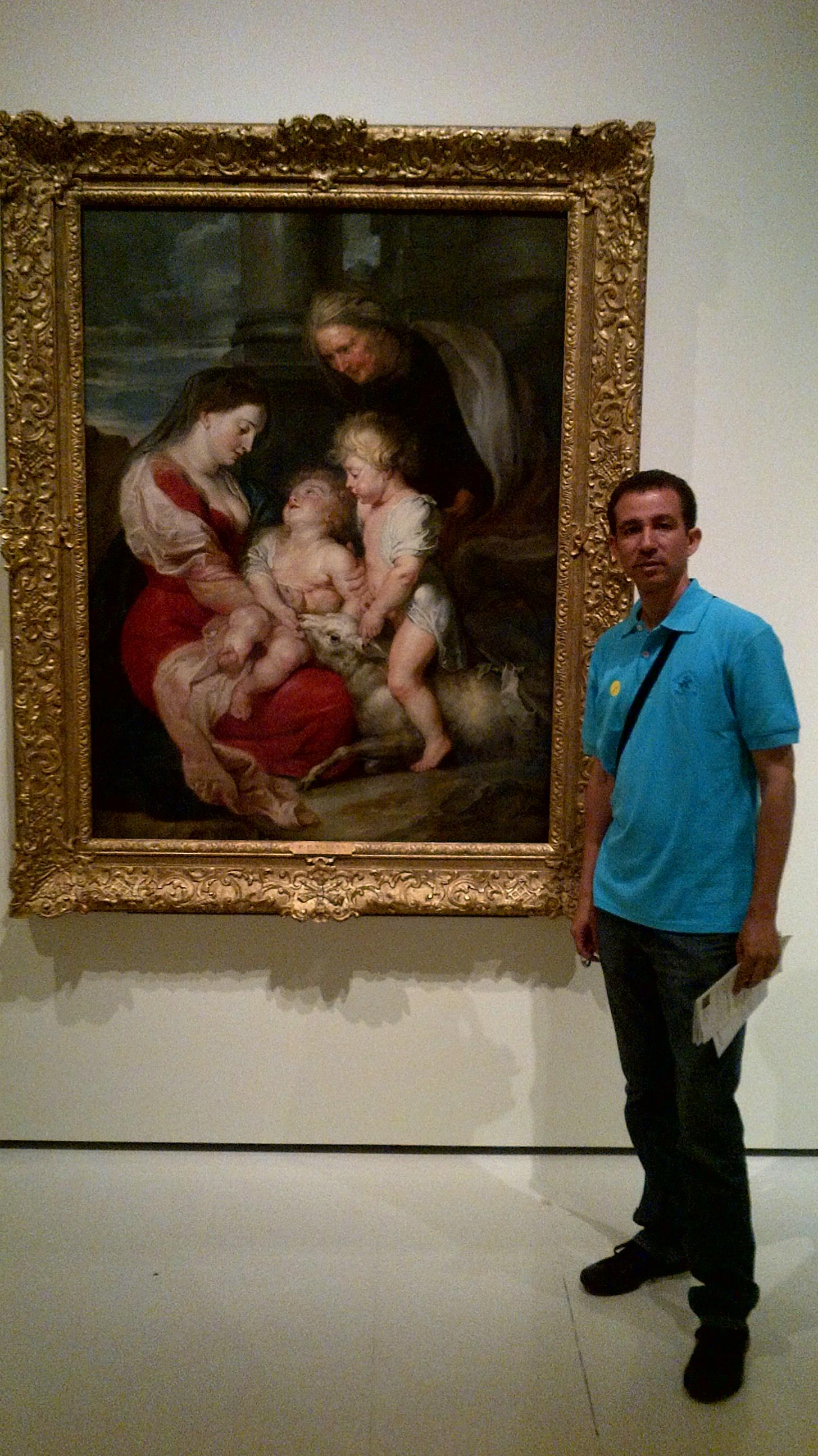 Dustin ante una obra de Rubens en el Museo Nacional de Cataluña, Barcelona, España, 2014