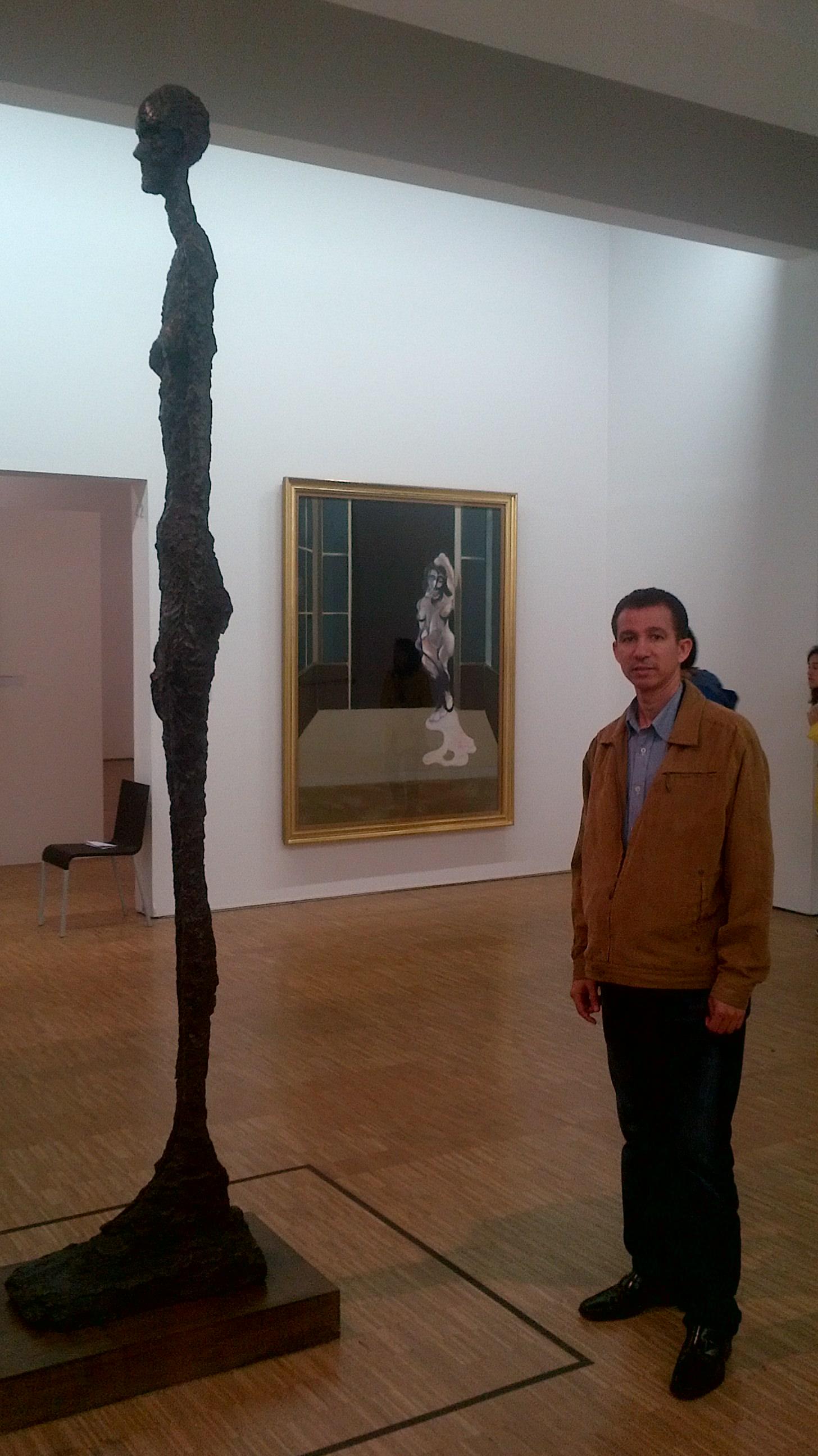 Ante la Obra de Giacometti, París, Francia