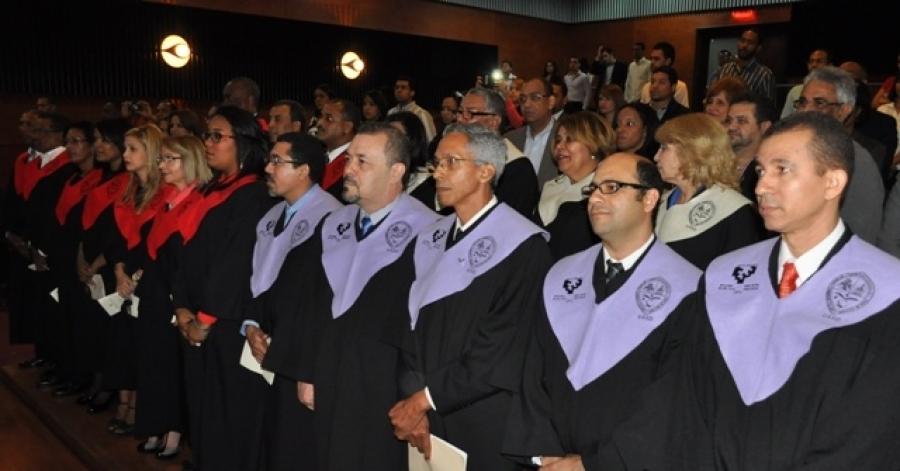 Foto de Dustin Muñoz, y sus compañeros, durante la graduación en Doctor en Filosofía (PhD) por la Universidad del País Vasco y la UASD, 2014.
