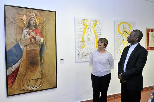 El nuncio apostólico, mons. Jude Thaddeus Okolo, aprecia obra Dustin Muñoz de la Virgen de las Mercedes