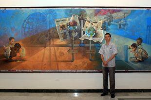 El agua en el siglo XXI, 70″ x 180″ pulgs, Dustin Muñoz, 2015. El artista junto a la obra