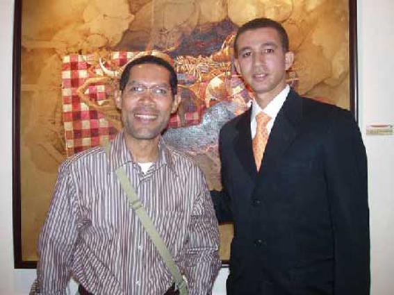 El crítico de arte Amable López Meléndez y Dustin Muñoz