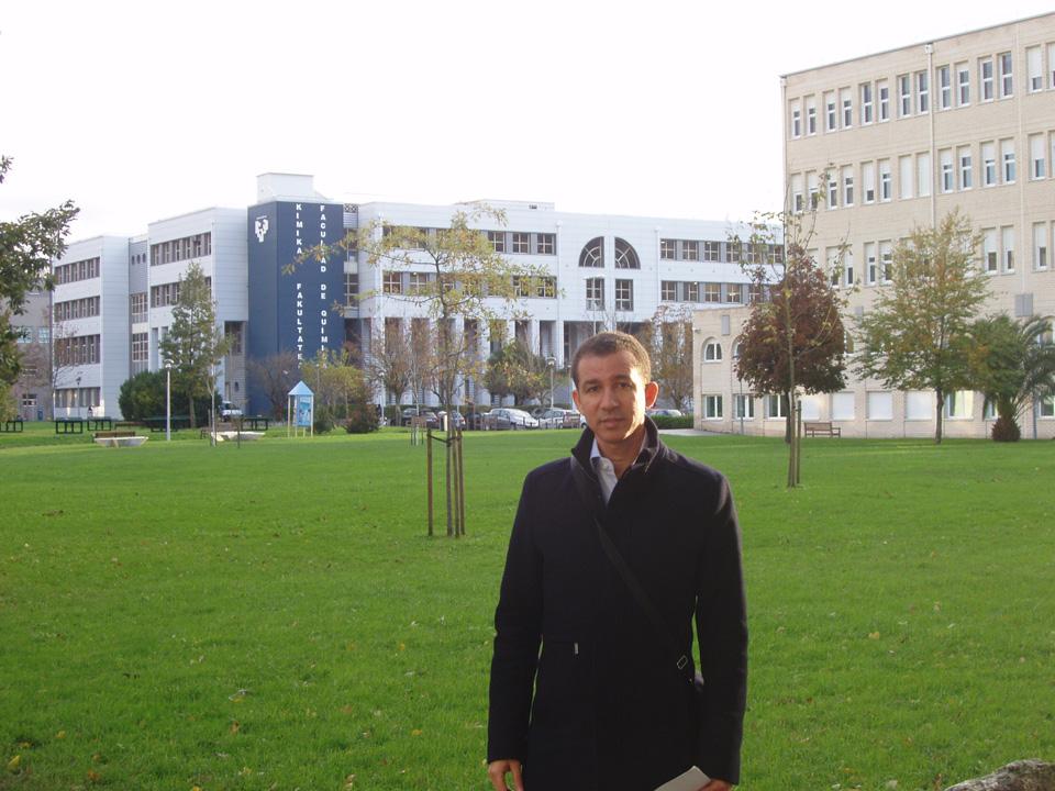 Dustin Muñoz de visita académica al campus de la Universidad del País Vasco, San Sebastián, España