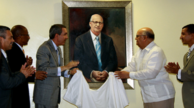 Rector de la UASD develiza retrato de Enerio Rodríguez