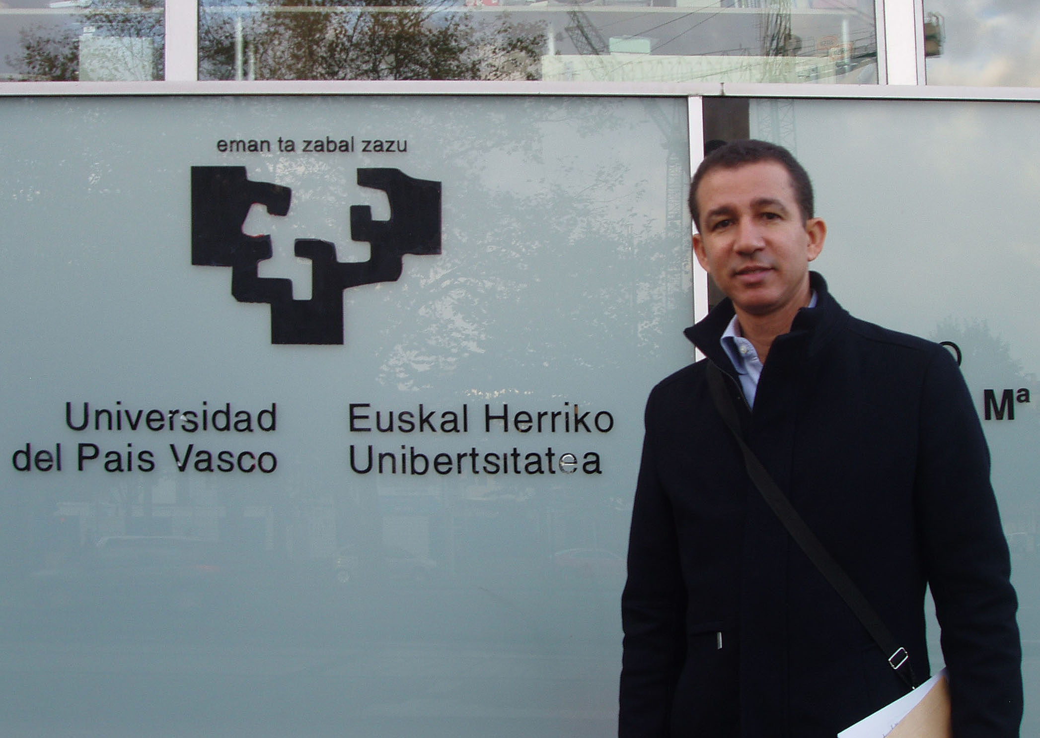 Dustin Muñoz en Universidad del País Vasco para estudios de Doctorado en Filosofía, España