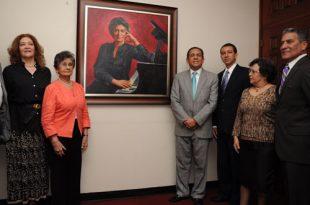 Retrato Aída Bonnelly de Díaz de Dustin Muñoz. Develizamiento