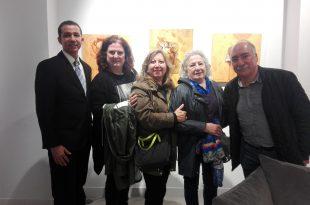 El artista visual Dustin Muñoz acompañado de invitados a la inaguruación de Nuestra expo, tercera versión de la que forma parte. Lugo, España